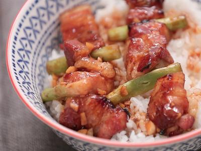 蒜苗豬五花串烤丼